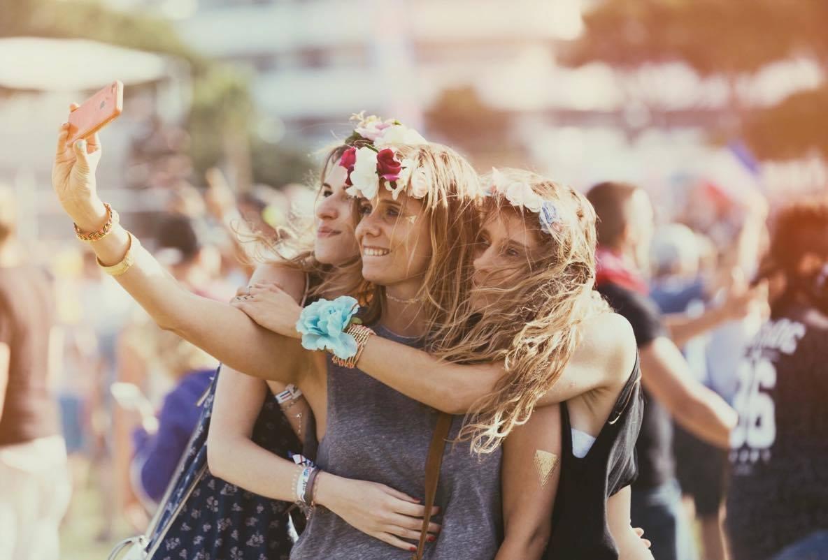 Les Nanas, couronnes funs et fleuries